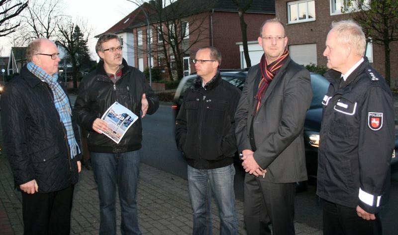 Ortstermin an der Ravensberger Straße. Von links: Dr. Stephan Siemer, Michael Nath, Stefan Thole, Marco Stadie und Gerhard Rossmann.