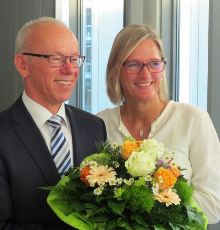 Herbert Winkel mit seiner Frau am Wahlabend im Kreishaus