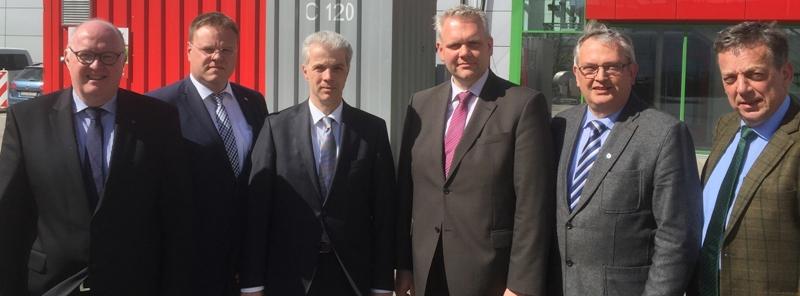 Von links: Dr. Stephan Siemer, Bürgermeister Tobias Gerdesmeyer, Peter Wesjohann, CDU-Landtagsfraktionsvorsitzender Björn Thümler, und die CDU-Landtagsabgeordneten Karl-Heinz Bley und Helmut Dammann-Tamke.