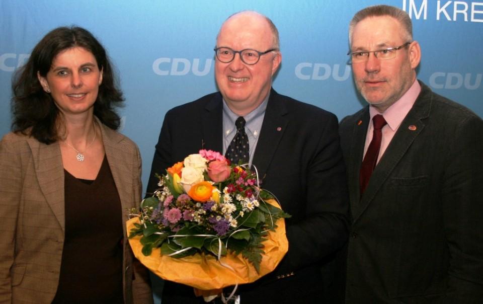 Wahlleiterin Katharina Willenbrink (links) und Kreisgeschäftsführer Walter Goda waren die ersten Gratulanten.