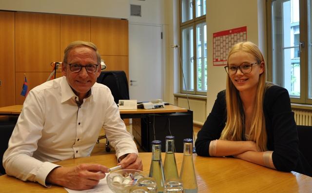 Franz-Josef Holzenkamp MdB  im Gespräch mit Lucia Lindenthal (© Holzenkamp)