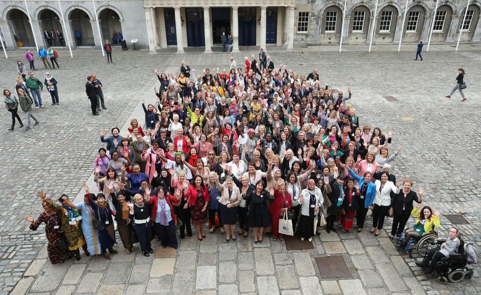 Bild 1 © Houses of the Oireachtas (Women´s Caucus Family Photo)