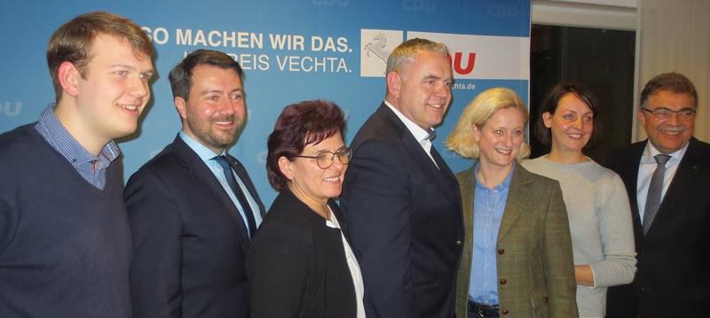 Der neue geschäftsführende CDU-Kreisvorstand: von links: Philipp Albrecht, Jochen Steinkamp, Anne Ellmann, Kreisvorsitzender Dirk Lübbe, Simon Göhner, Sarah Behrens und Heinrich Wolking. Foto: Martin Klaus
