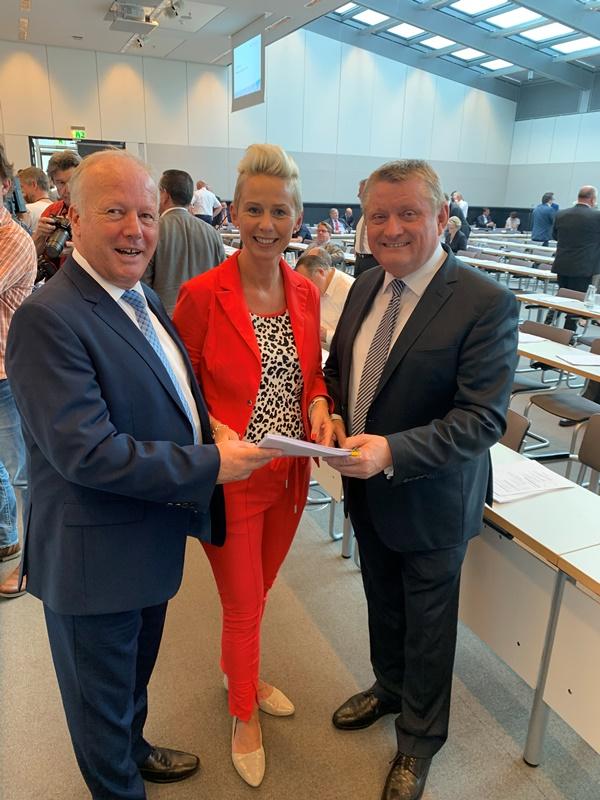 Übergabe der Unterstützerschreiben an den arbeitsmarktpolitischen Sprecher der CDU/CSU-Bundestagsfraktion Peter Weiß MdB und den stv. Fraktionsvorsitzenden Hermann Gröhe MdB