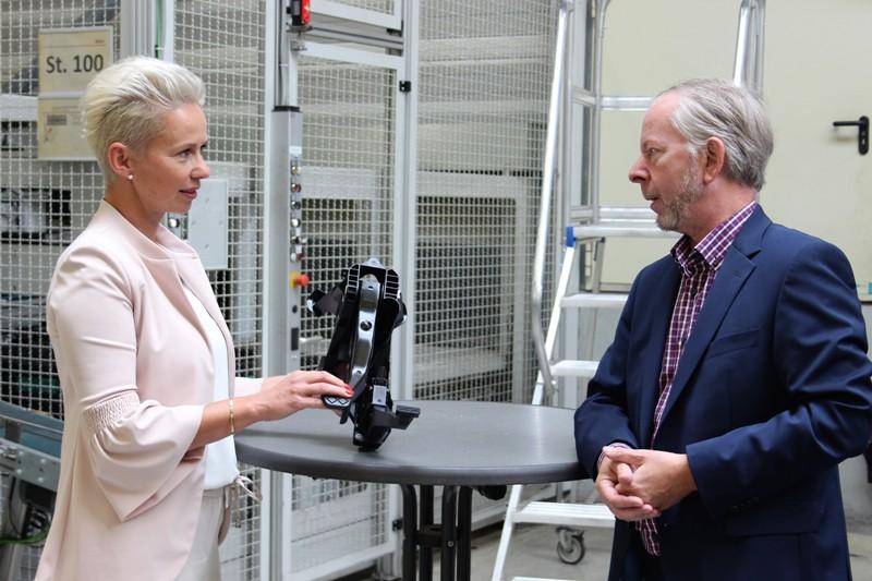 Informationsaustausch bei BOGE Rubber & Plastics in Damme: Bundestagsabgeordnete Silvia Breher MdB und BOGE-Chef Dr. Torsten Bremer.